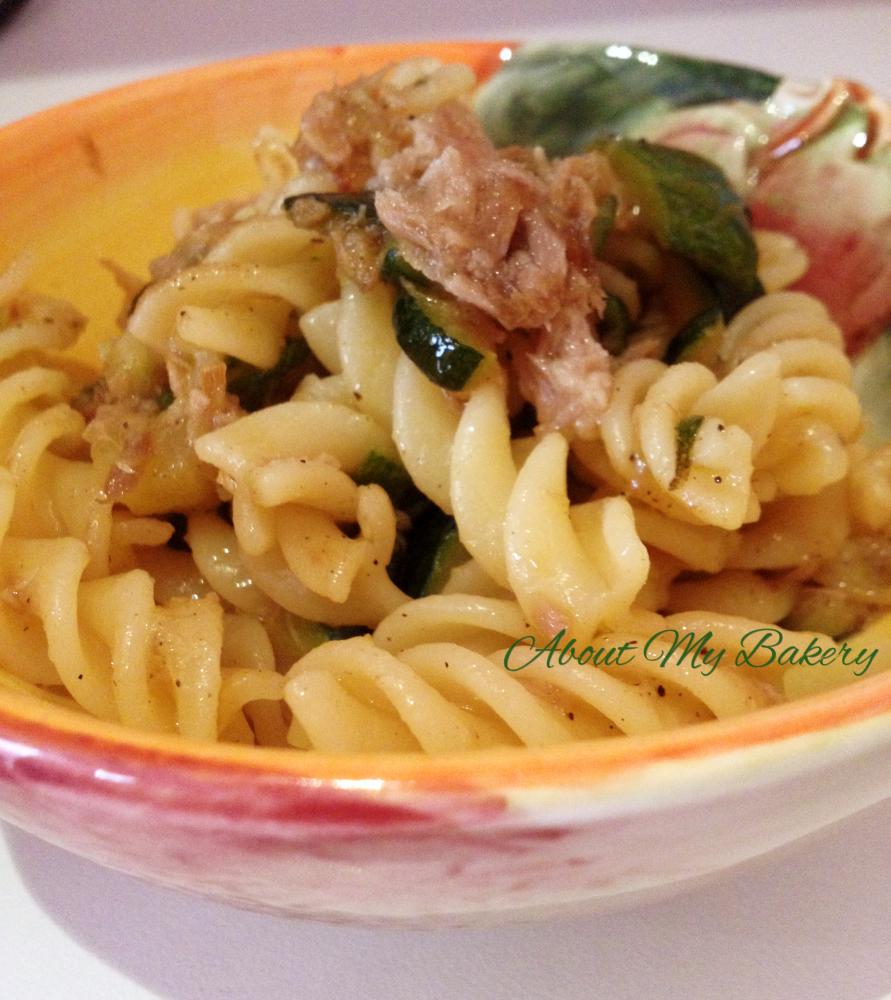Pasta zucchine e tonno | Ricetta Veloce