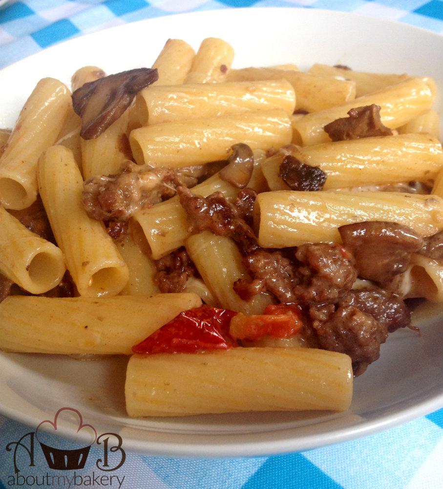 Pasta salsiccia funghi scamorza affumicata