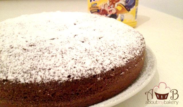 Torta semplice e veloce al cioccolato con Nesquik