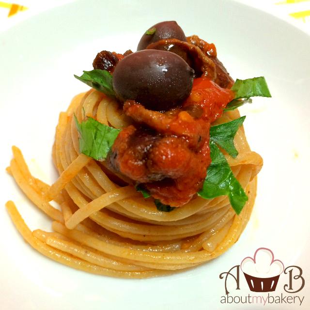 Spaghetti alla puttanesca - Ingredienti e ricetta