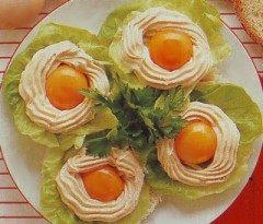 Uova con crema di salmone