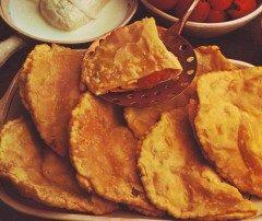 Calzoni fritti pomodoro e mozzarella