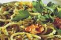 Spaghetti noci e pinoli