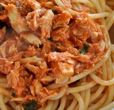 Spaghetti con tonno,mandorle e pomodori