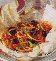Spaghetti alle olive in cartoccio
