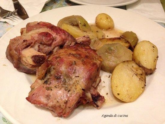 Agnello con patate, carciofi
