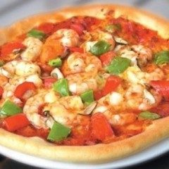 Pizza ai gamberetti granchio e acciughe