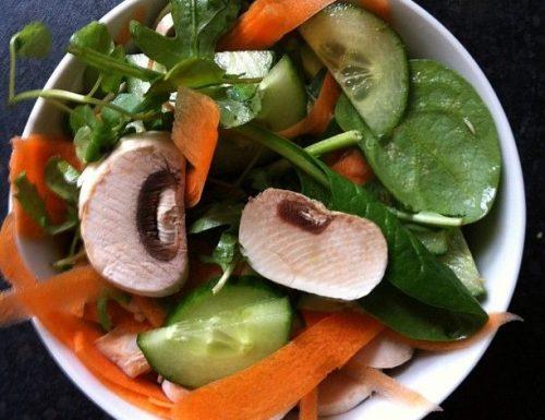 Insalata agli champignon cetrioli e carote