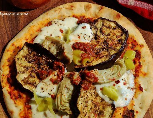 Pizza con melanzane e carciofi