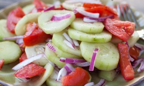 Insalata di pomodori e cetrioli