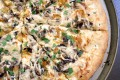 Pizza alla ricotta con funghi e cipolle