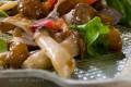 Insalata di funghi con salsa di noci