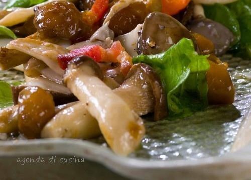 Insalata ai funghi con salsa di noci