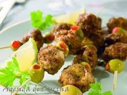 Spiedini di polpette e olive