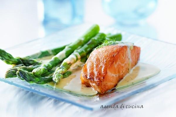 Ricetta Salmone Asparagi.Salmone Con Asparagi Agenda Di Cucina