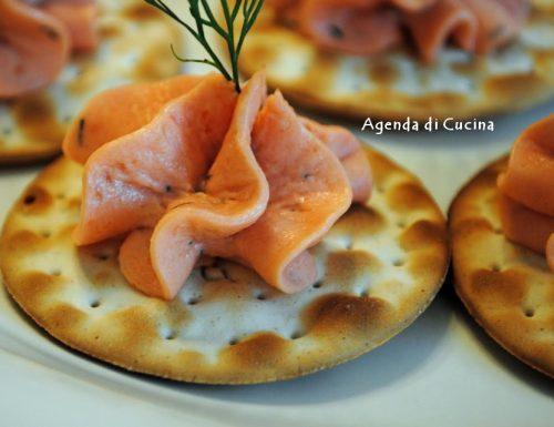 Tartellette miste alla crema di salmone