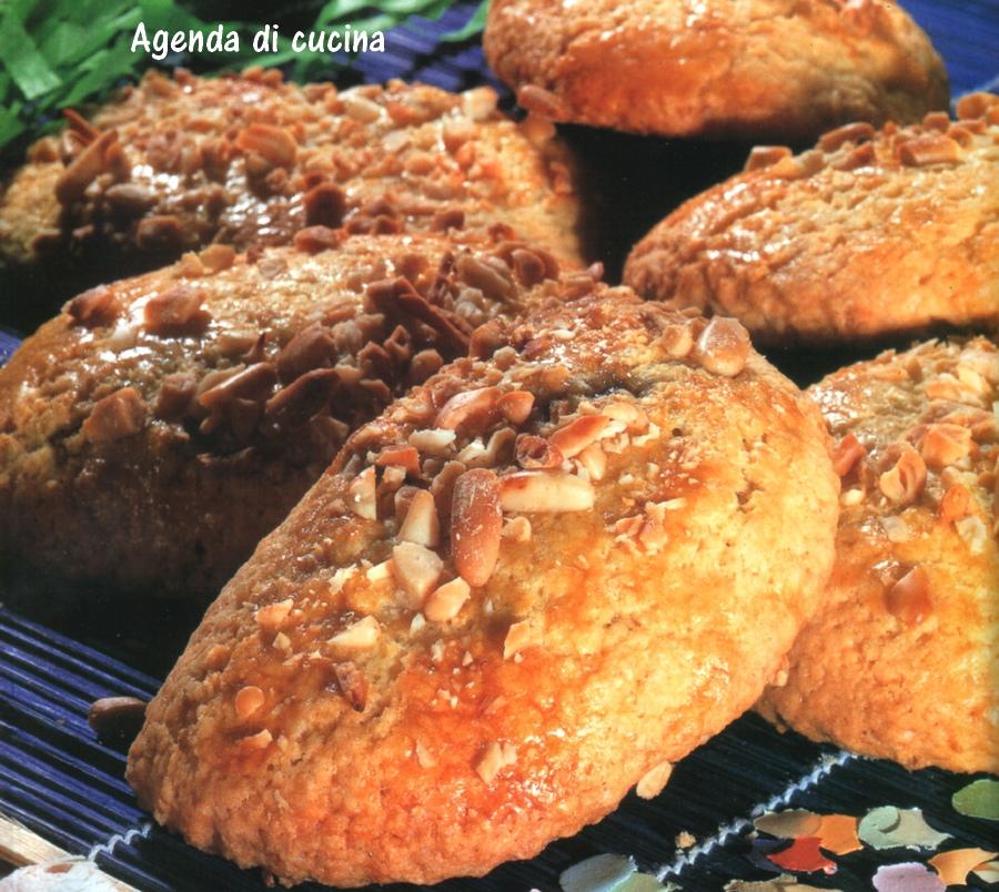 Tortelli di carnevale al forno con marmellata d'arance