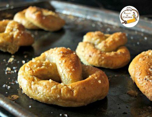 Tarallini dolci fritti annodati