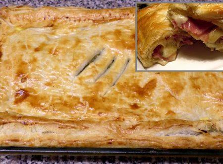 Fagotto in pasta sfoglia farcito al prosciutto e formaggio
