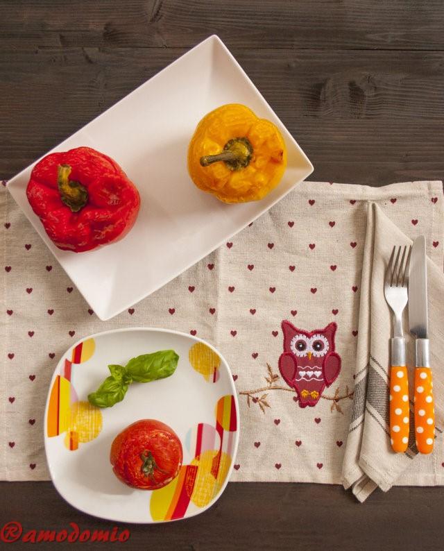 Peperoni e Pomodori ripieni di riso tonno e piselli mozzarella
