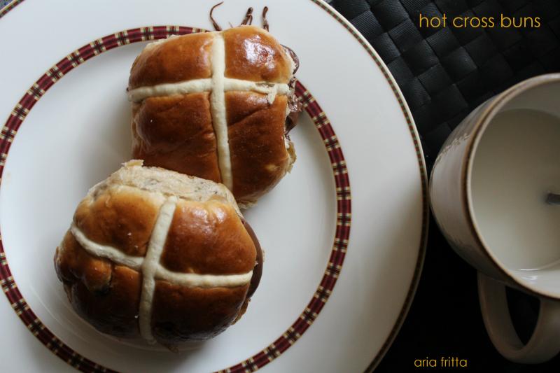 hot cross buns - pane dolce pasquale