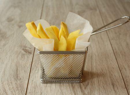 finto uovo con finte patatine fritte – yogurt confettura e mango