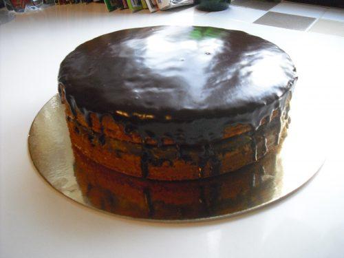 Torta farcita con glassa al cioccolato!!!