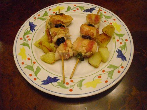 Spiedini di pollo con bacon e olive!