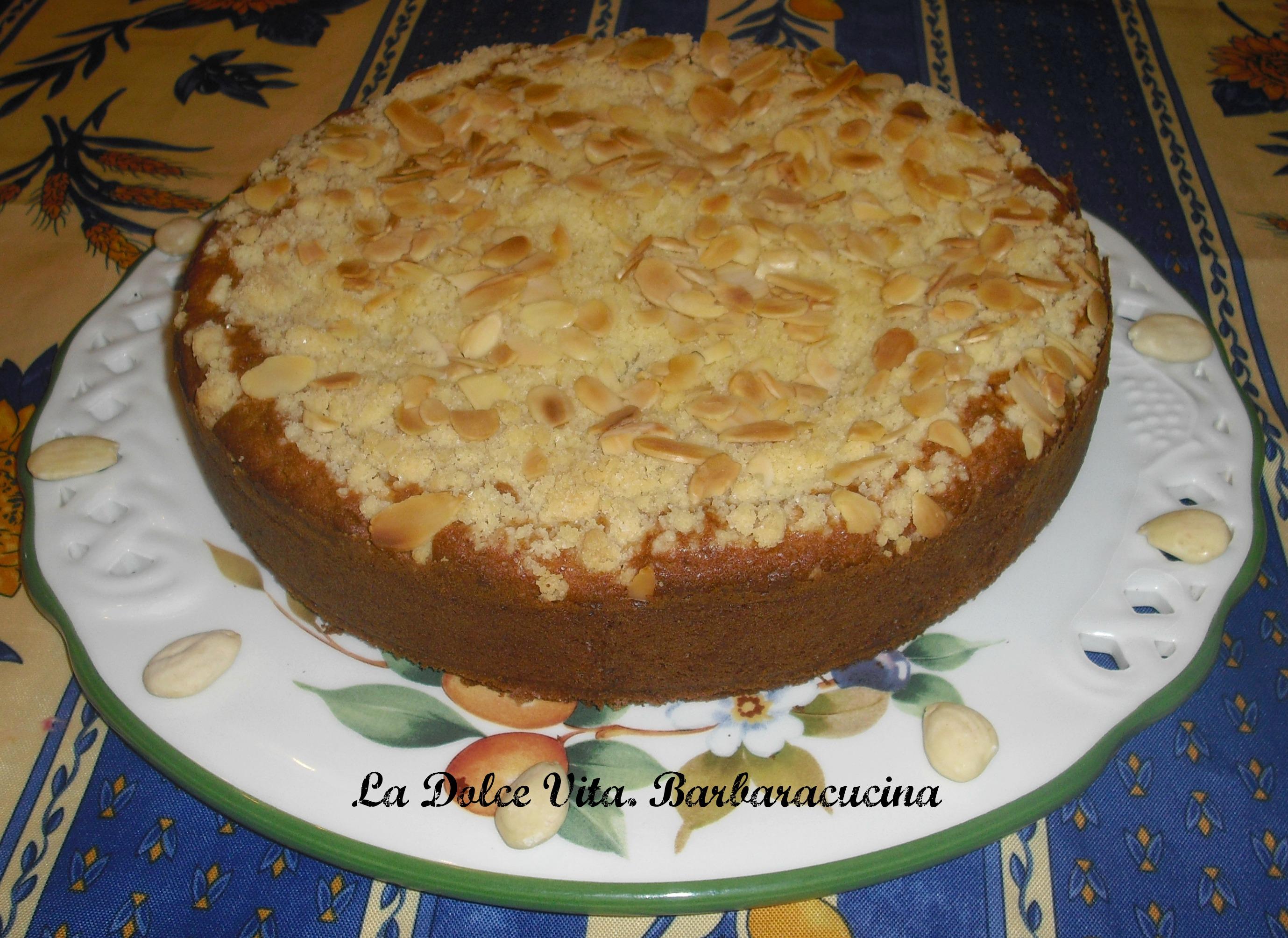 torta alla crema con mandorle