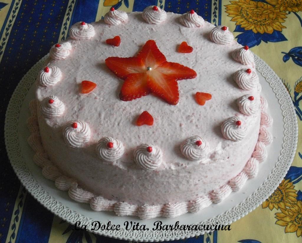 Torta alle fragole con panna la dolce vita for Decorazioni torte con fragole e cioccolato