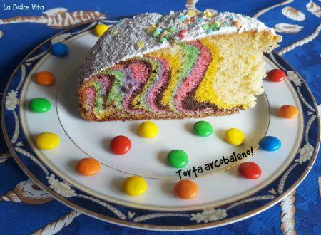 Torta arcobaleno soffice all'arancia