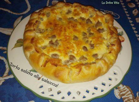 Torta salata alla salsiccia con formaggio