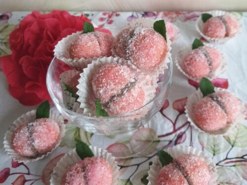Pesche dolci all'alchermes piccole e golose
