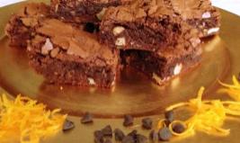 quadrotti di cioccolato aromatizzati al rhum e arancia
