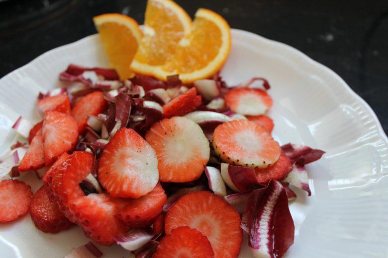 #pranzoinufficio insalata fragole e radicchio