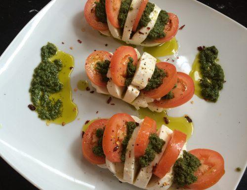 #pranzoinufficio mozzarella e pomodori al pesto