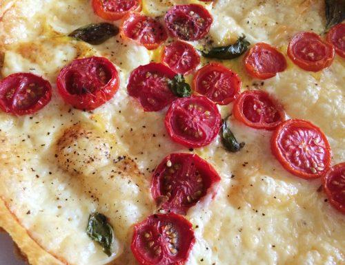 Pasta frolla salata con pomodorini e formaggio