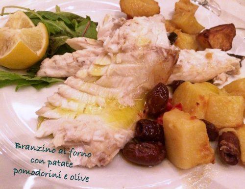 Branzino al forno con patate, pomodorini e olive