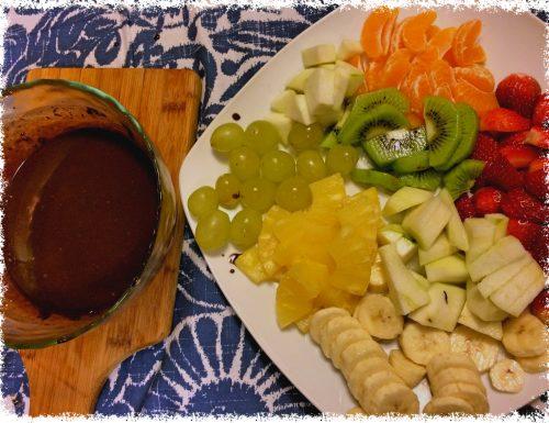 Fonduta di cioccolato con la frutta