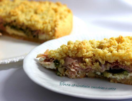 Torta salata sbriciolata zucchine e prosciutto