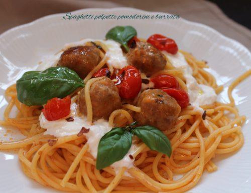 Spaghetti polpette pomodorini burrata