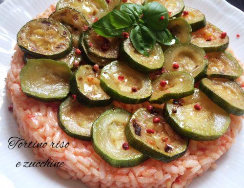 Tortino di riso al pomodoro e zucchine
