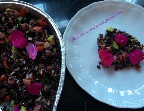 Insalata di riso venere tonno e fiori