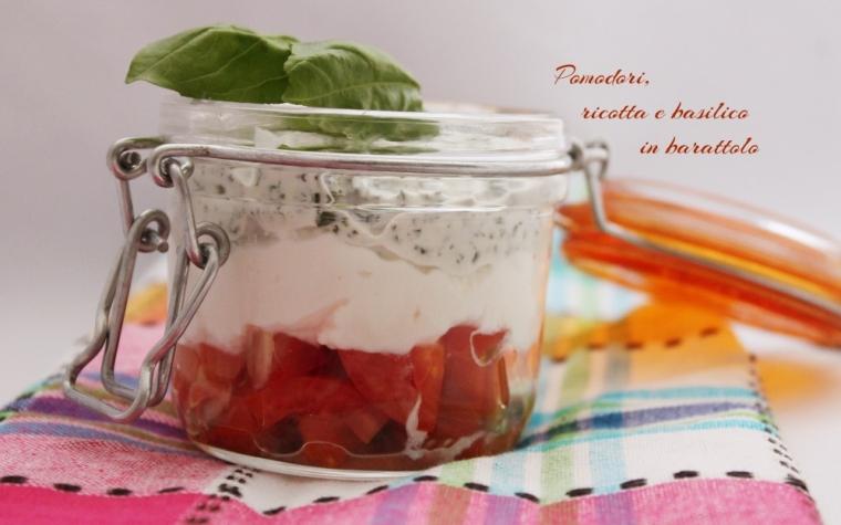 Pomodori, ricotta e basilico in barattolo