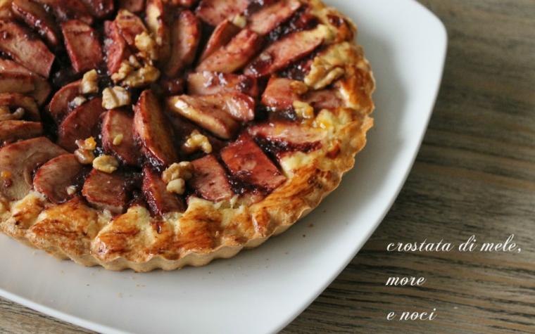 Crostata di mele, more e noci