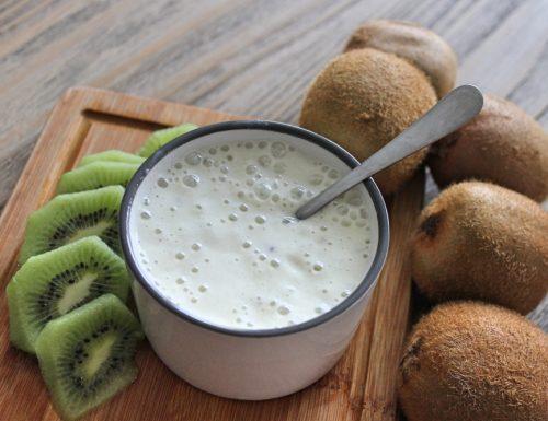 Smoothie al latte di cocco e kiwi