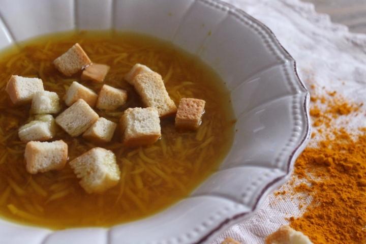 zuppa semi di soia e curcuma