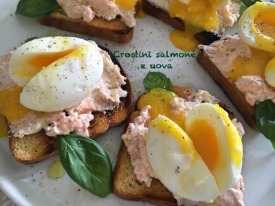 Crostini salmone e uova ...quanti colori a tavola!
