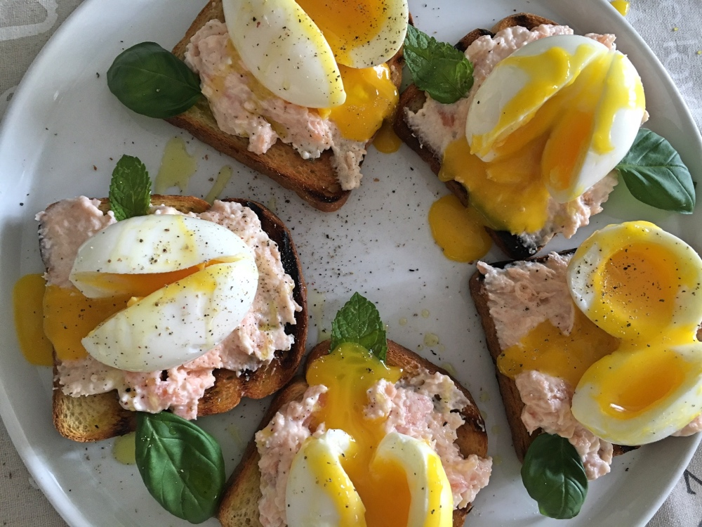 crostini salmone e uova