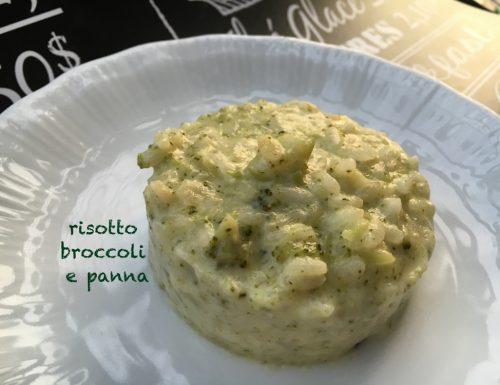 Gustoso risotto verde con broccoli e panna